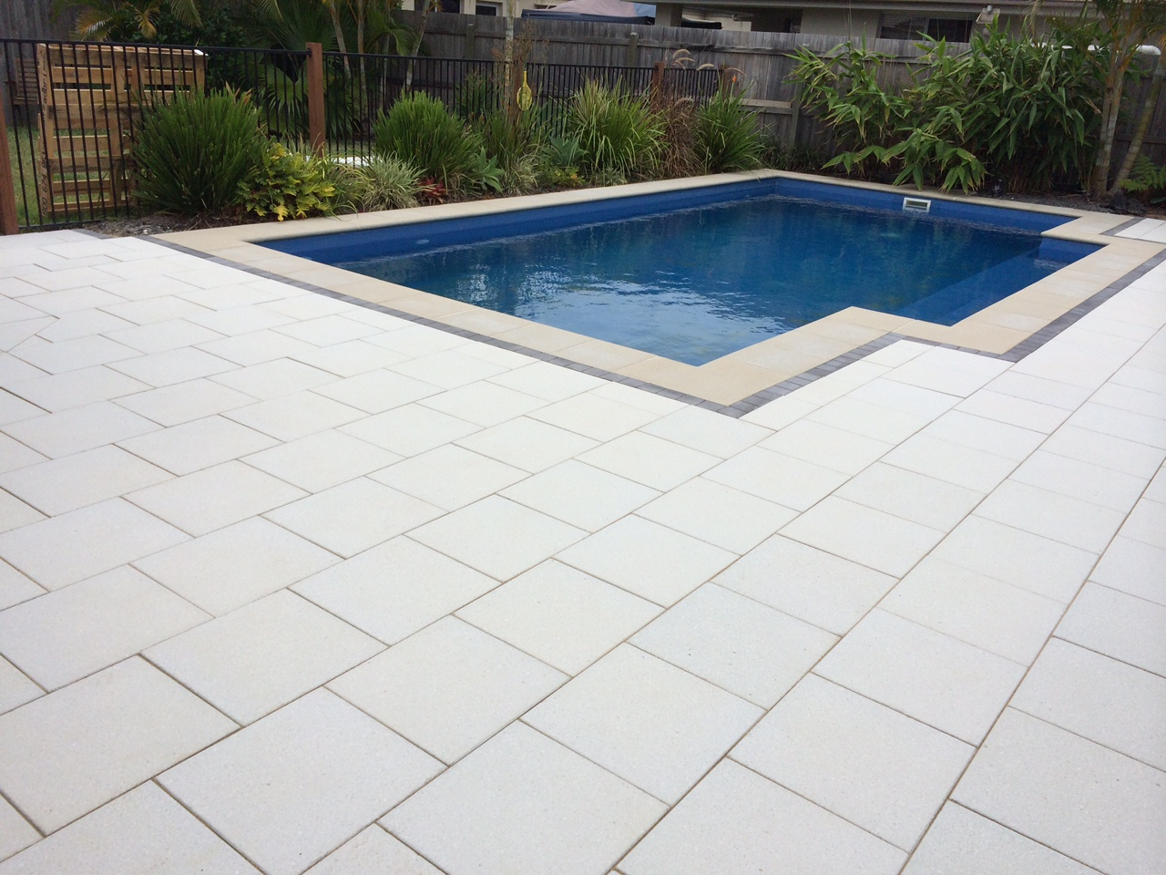 Pavescape-Landscapes-Paved pool area